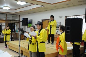 歌うメンバーたち