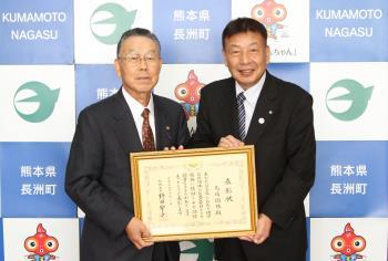 総務大臣表彰を受賞した馬場さん(左)